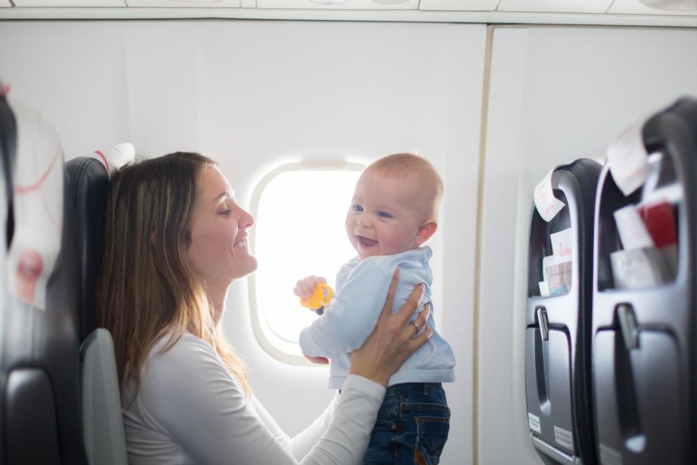 Photo of Fliegen mit Babys: Tipps und Tricks für sorgenfreies Reisen