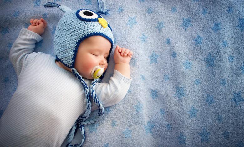 Baby an eigenes Bett gewöhnen