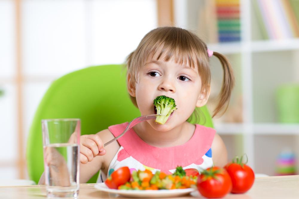 kind isst brokkoli